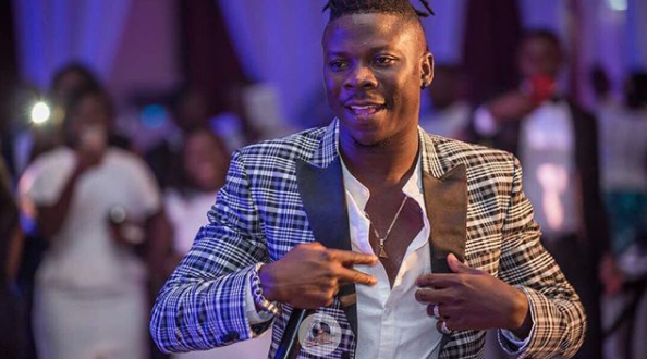 Stonebwoy Allegedly Fires Warning Shots At Zylofon Staff When They Tried To Take Their Car From Him At Champs Bar