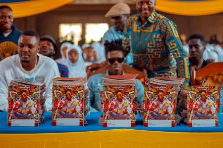 Strongman Donates Books To AMASS SHS; Promises To Donate 5000 Books To Other Schools (1)
