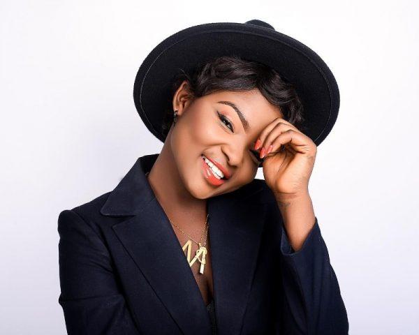 Maa Adwoa - Fine Boy (GhanaNdwom.net)